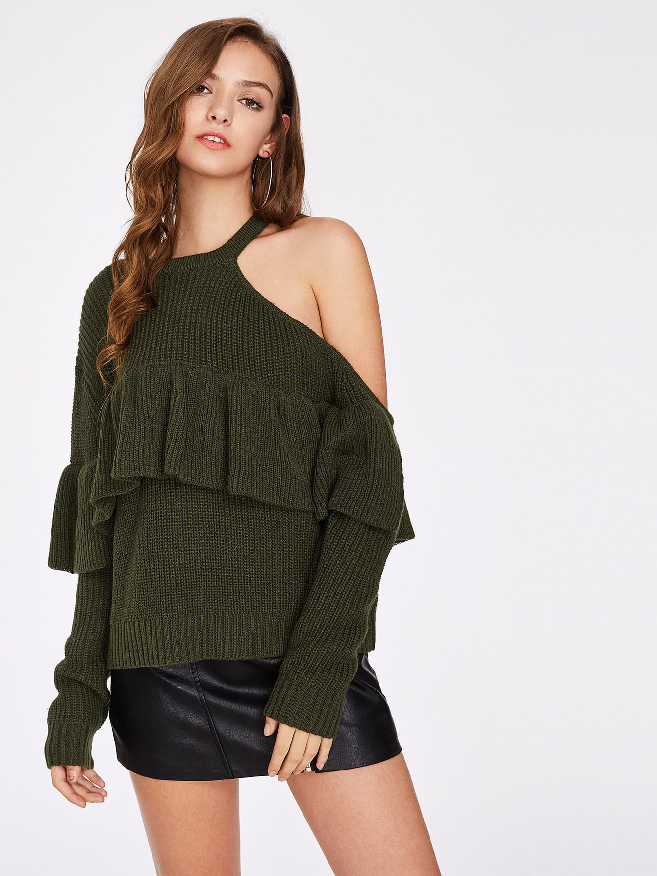 Asymmetrischer Pullover mit Cutout Schultern und Falten