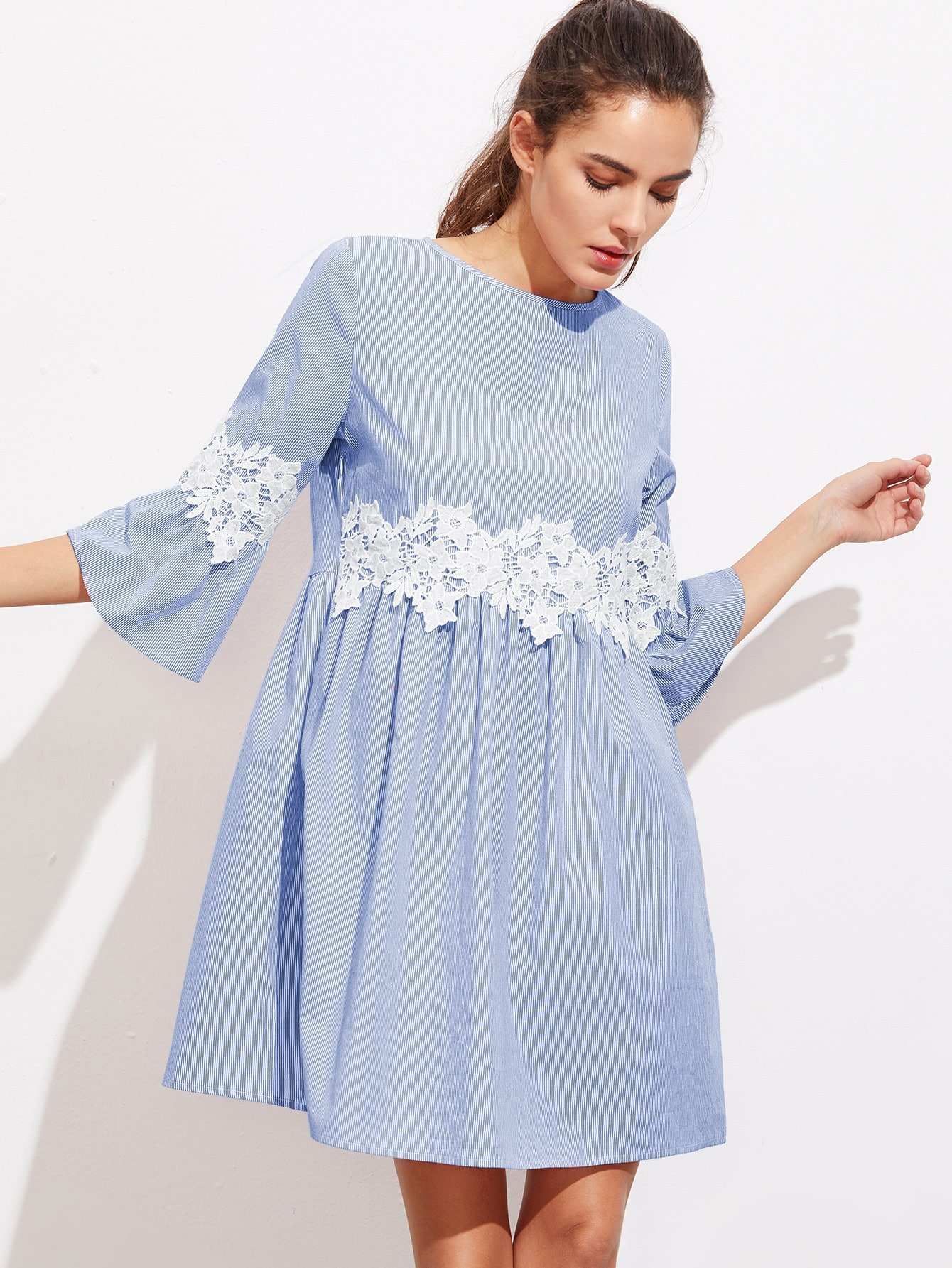 все цены на  Floral Lace Applique Fluted Sleeve Striped Smock Dress  онлайн