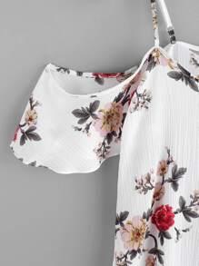 Модное платье с открытыми плечами и цветочным принтом(произвольный рисунок) фотографии