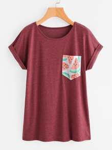 Camiseta de marga con estampado de sandía en contraste con bolsillo con bocamanga enrollada