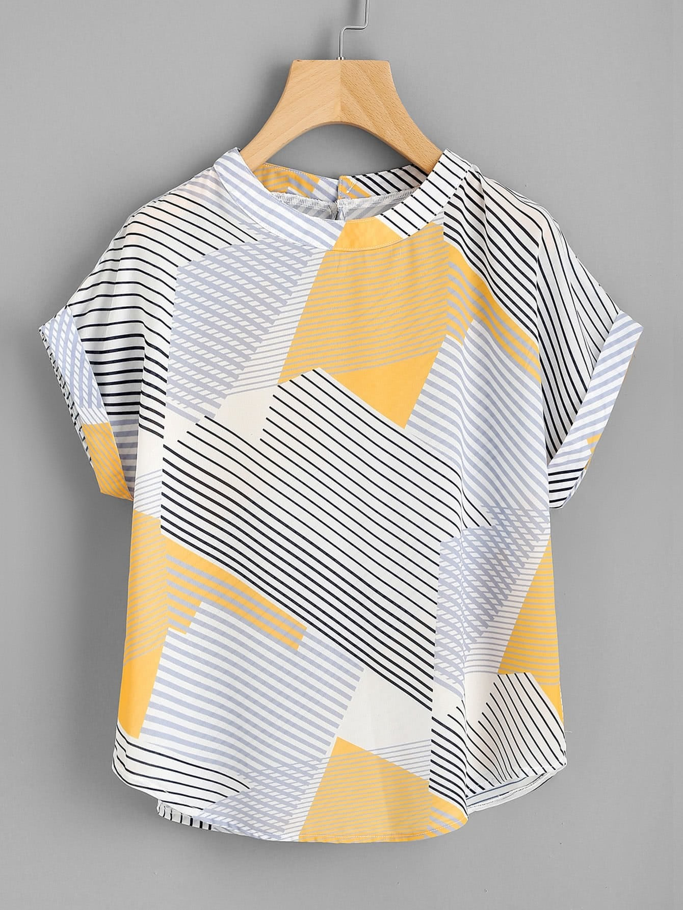 цены Abstract Striped Curved Hem Cuffed Blouse