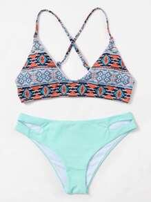 Conjunto de bikini con estampado tribual con cordones cruzados con abertura
