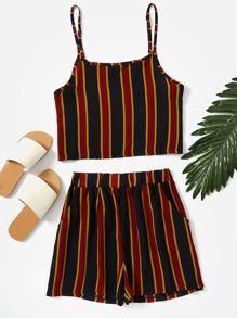 Camisola corta de rayas verticales con short