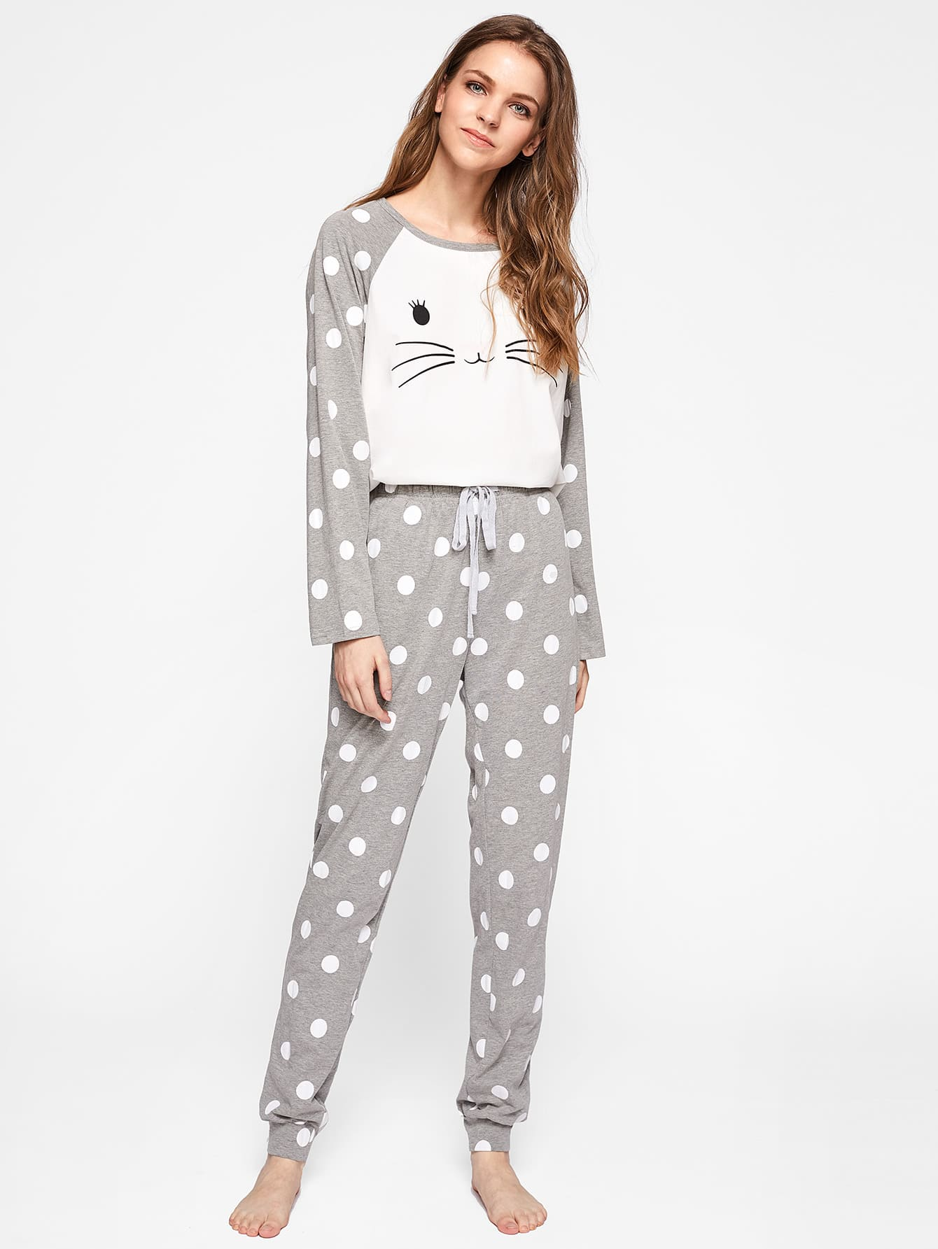 http://it.shein.com/Polka-Dot-Raglan-Sleeve-Graphic-Tee-And-Pants-Pajama-Set-p-375116-cat-1880.html