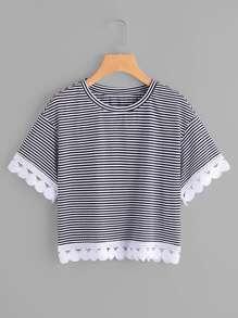 Tee-shirt découpé en crochet à rayures