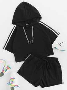 Sudadera corta con capucha de rayas con short con cordón