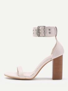 Модные кожаные сандалии на каблуках