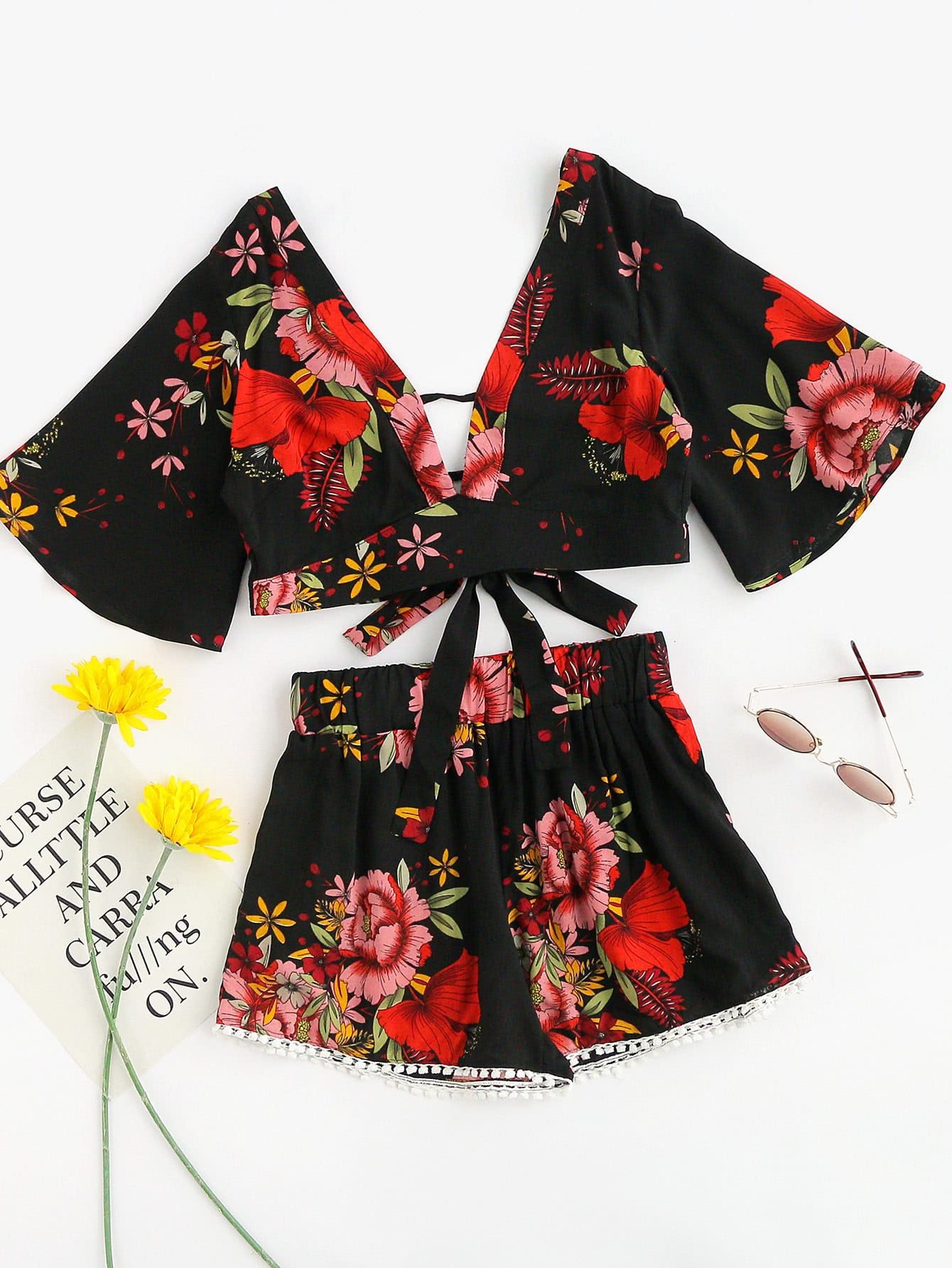 Plunging V-neckline Florals Random Knot Crop Top With Shorts электропила makita uc3051ax1