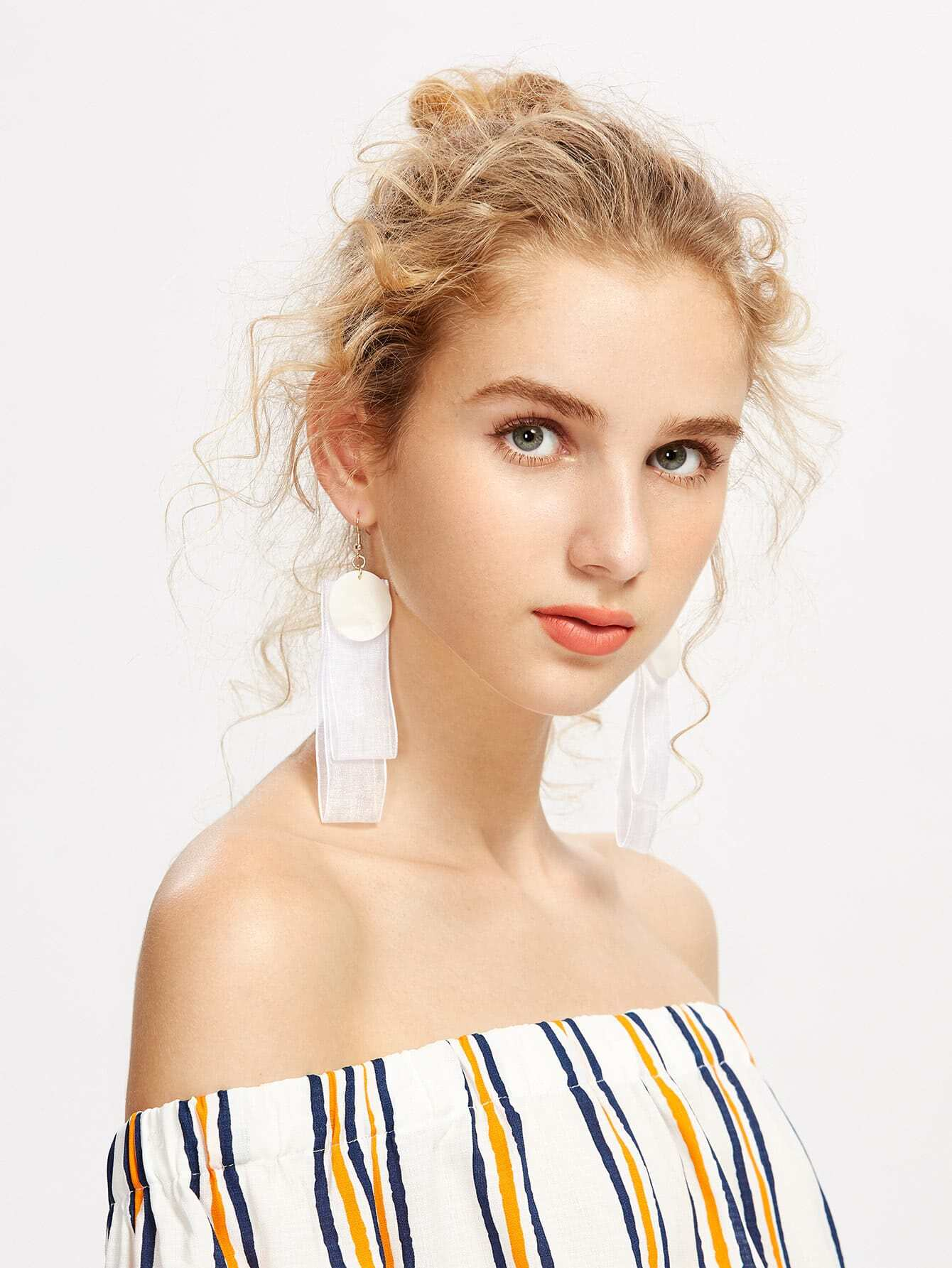 Mesh Design Drop Earrings With Shell