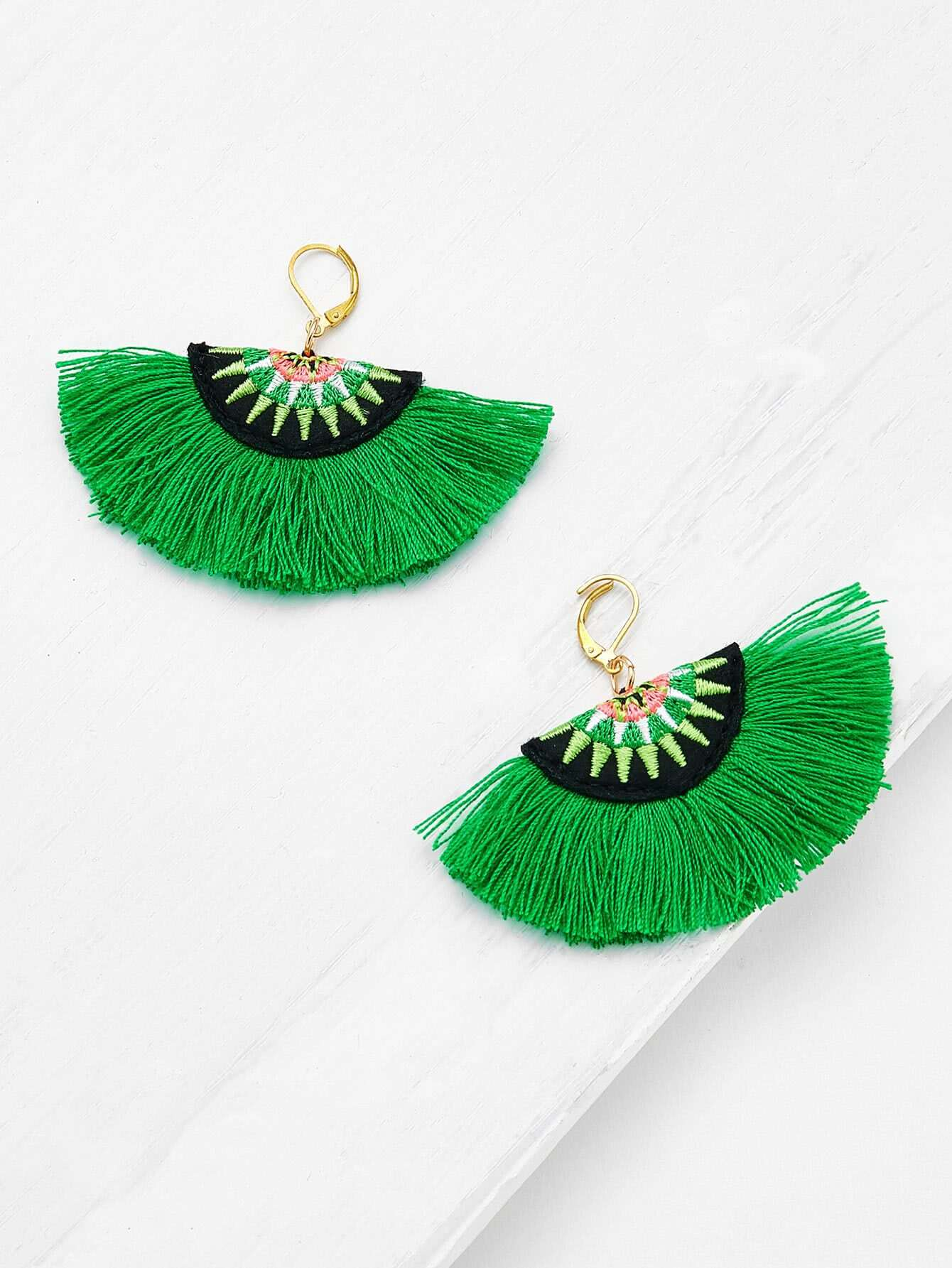 Embroidery Detail Fan Shaped Drop Earrings tyga 2018 05 14t20 00