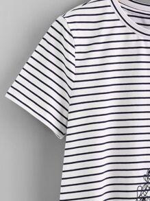 Camiseta de rayas con bordado  fotos