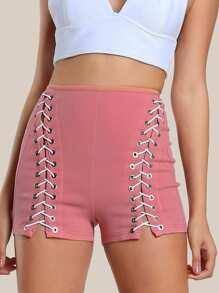 Shorts taille haute à lacets avec un trou