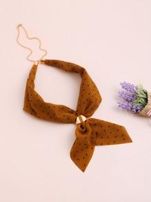 Pañuelo con estampado de lunares con cadena