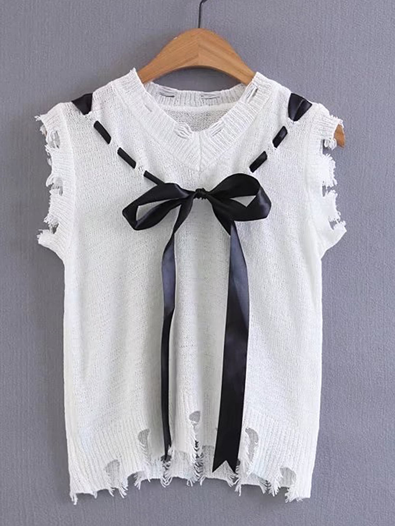 Фото Distressed Knitted Vest With Bow Tie Detail. Купить с доставкой
