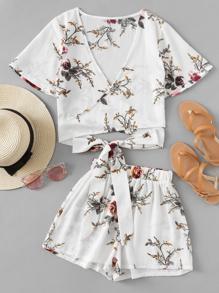 Модный комплект с цветочным принтом