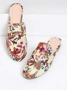 Chinelas planas con estampado de flor