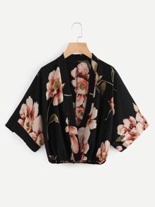 Blusa con estampado floral al azar y manga kimono con escote de estilo sorbrepelliz
