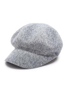Модная вязаная шляпа