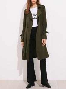 Abrigo impermeable con corra en la cintura y la bocamanga
