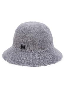 Sombrero con detalle de letra