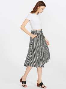 Falda de rayas verticales en contraste