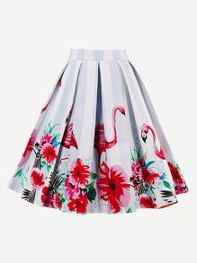 Falda plisada de rayas en contraste con estampado de flamenco