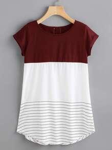 Tee-shirt contrasté à rayures en dentelle avec des appliques