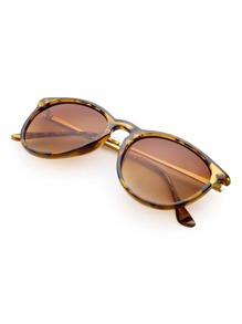 Sonnenbrille mit Leopard Rahmen und flacher Linse
