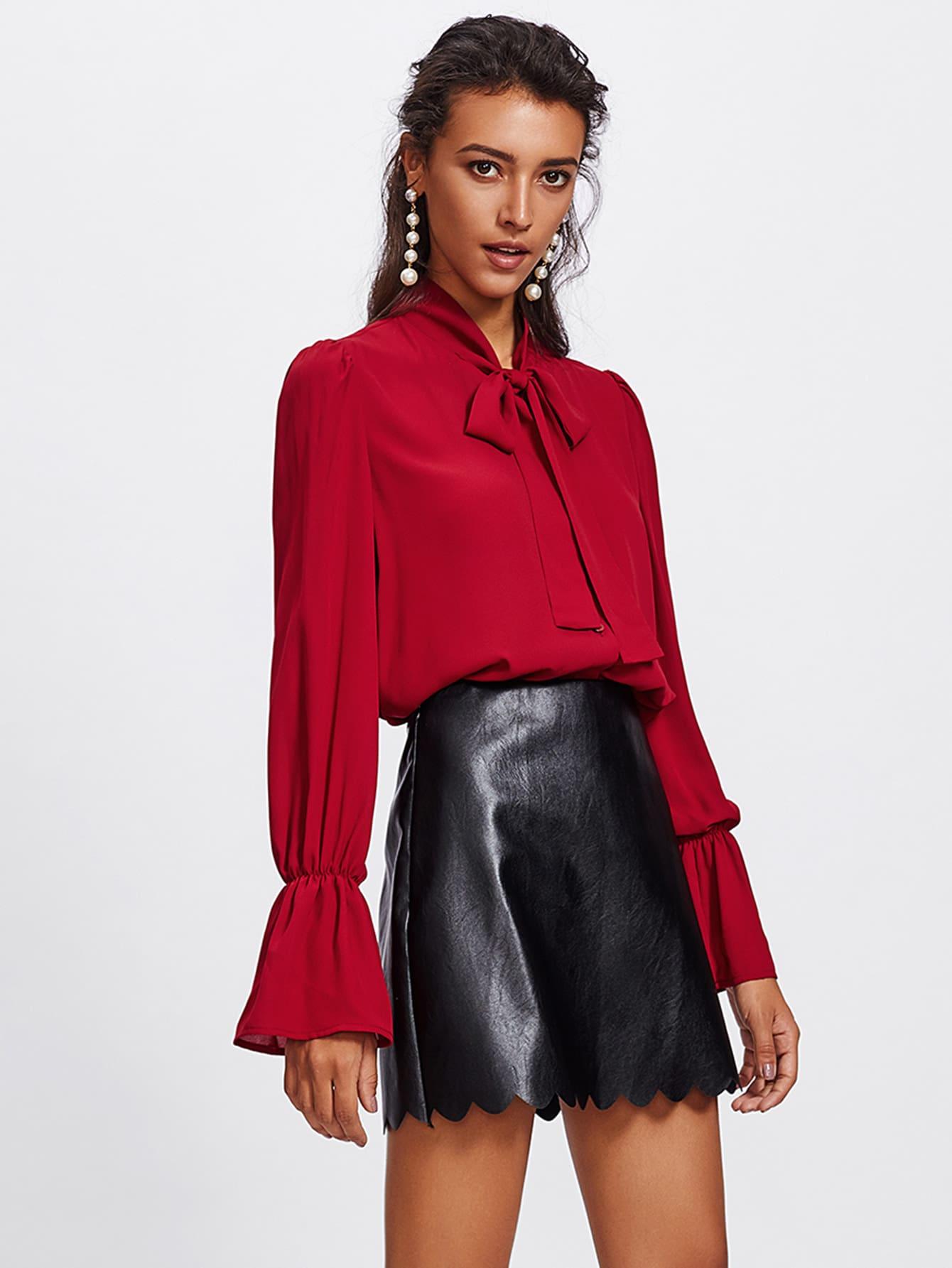 Scallop Hem Faux Leather Skirt