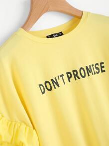 T-shirt con maniche a volant e stampa di slogan  immagini