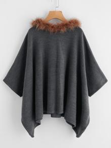 Poncho de capucha con ribete de piel sintética y bajo de pañuelo