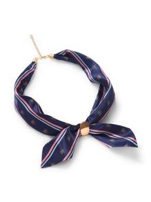 Pañuelo de rayas con cadena