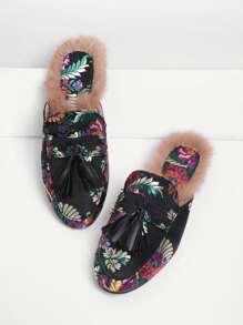 Модные тапочки с бахромой