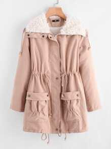 Модная куртка с карманами