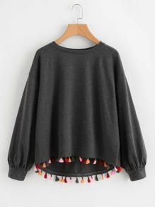 Camisa asimétrica con ribete de borlas