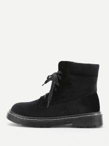 Модные ботинки со шнуровкой