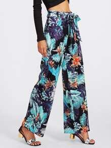 Pantalones con estampado tropical y cinturón