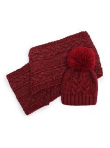 Модная вязаная шапка с помпоном и модный шарф