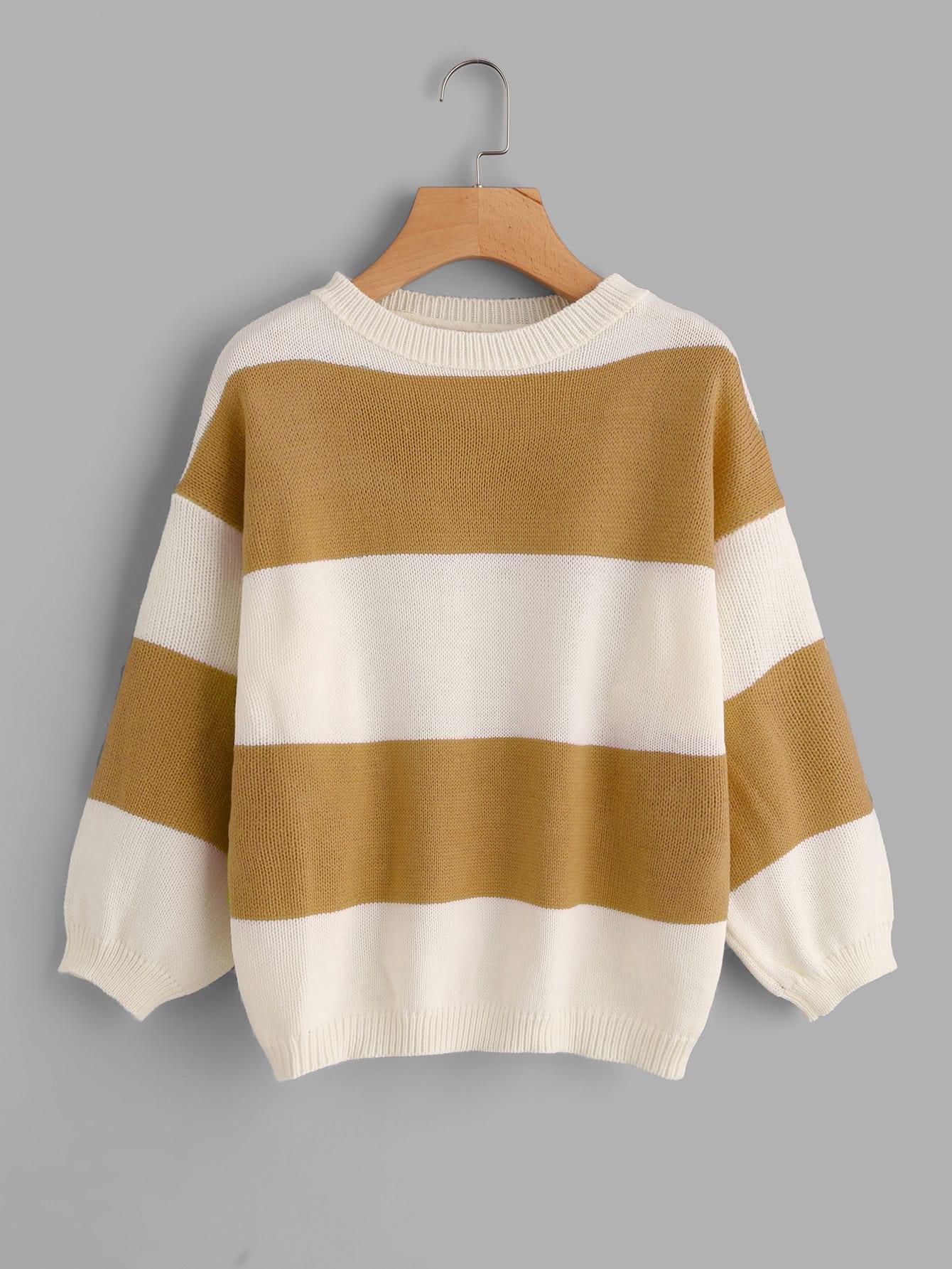 Pullover mit sehr tief angesetzter Schulterpartie und weiten Streifen