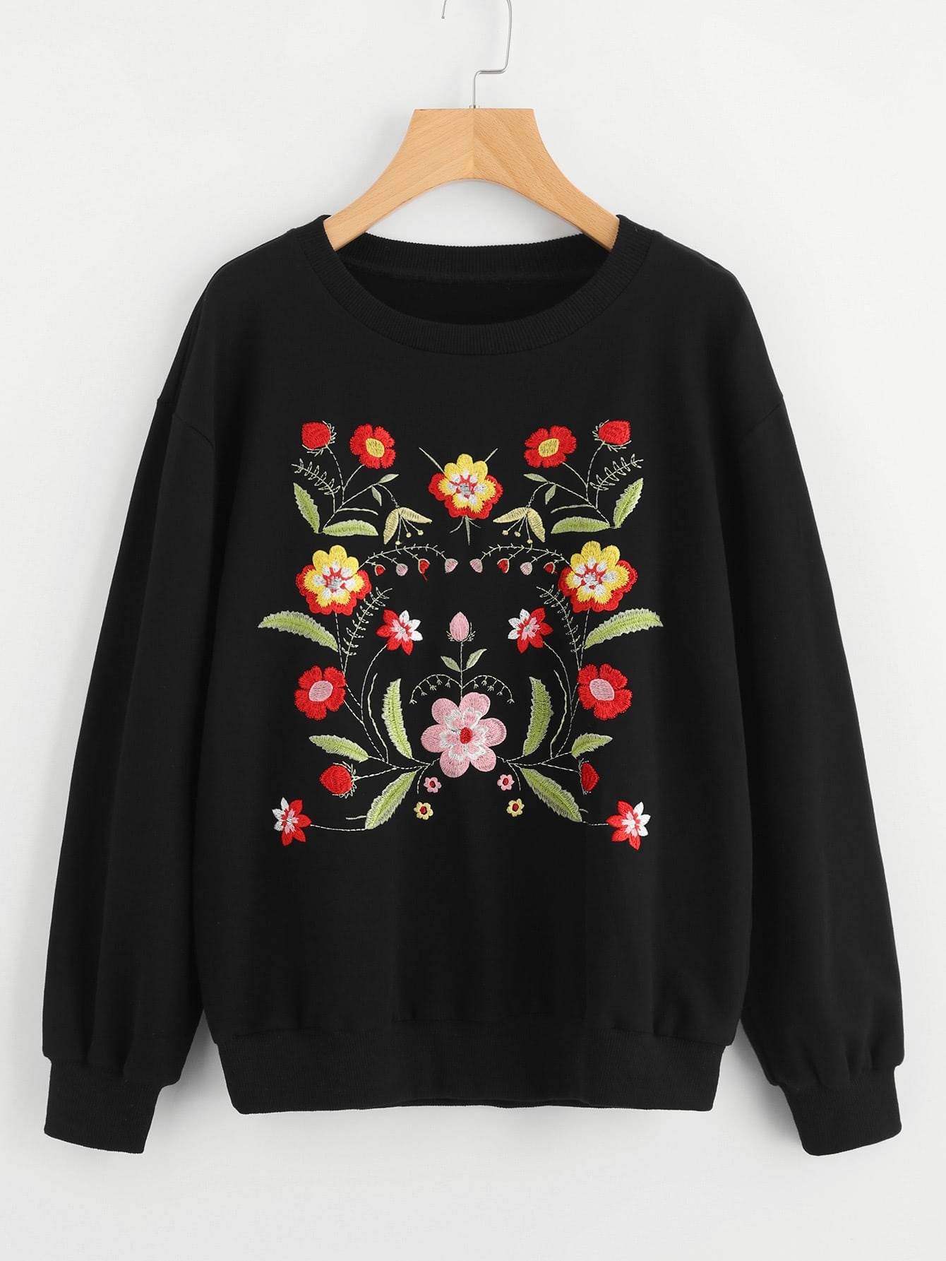 Pullover mit sehr tief angesetzter schulterpartie und symmetrischen Blumen Stickereien