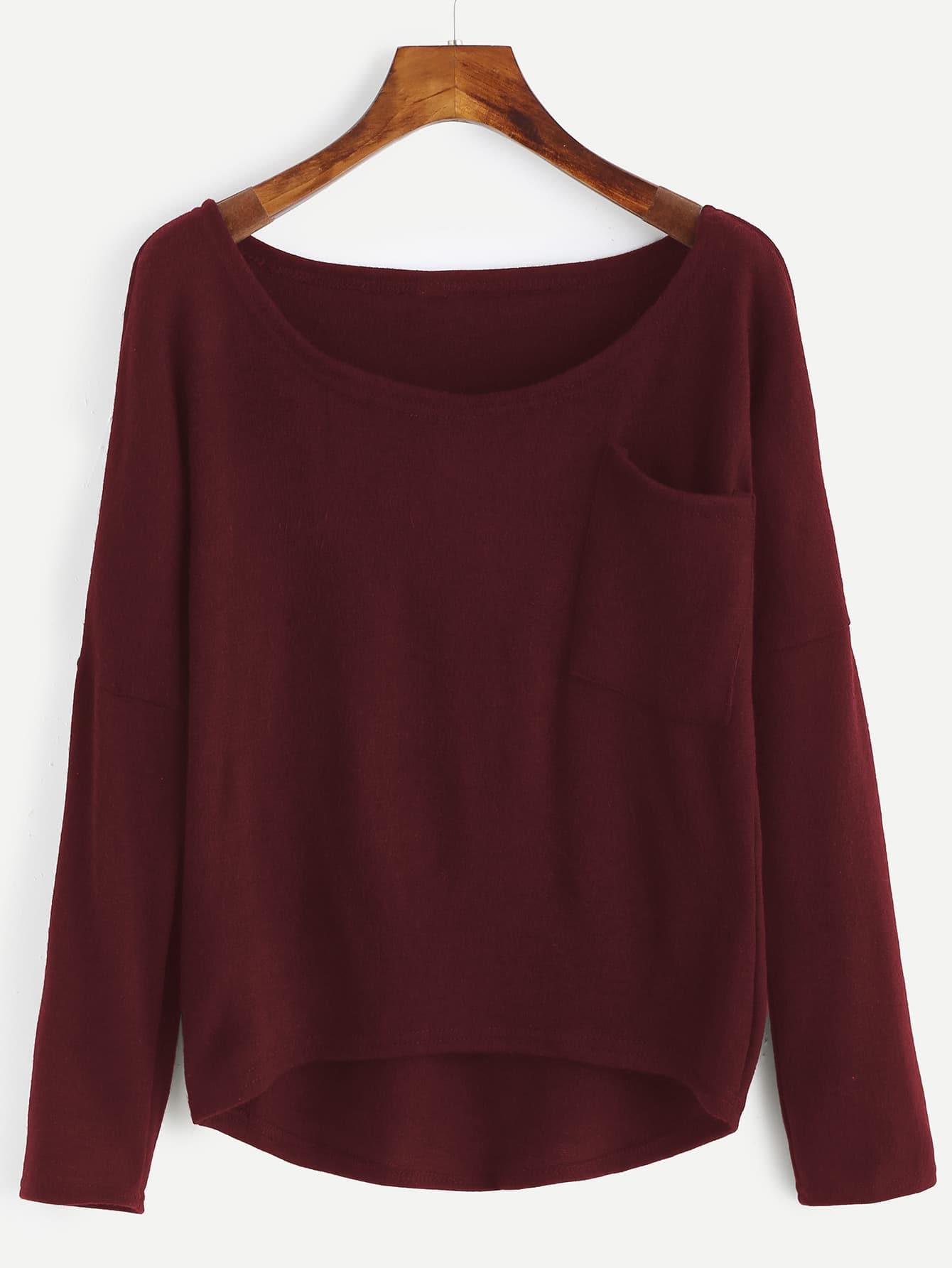 Asymmetrischer Pullover mit sehr tief angesetzter Schulterpartie