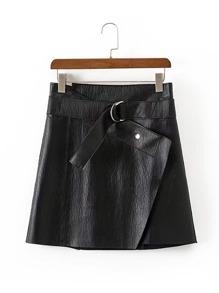 Falda asimétrica de pu con cinturón