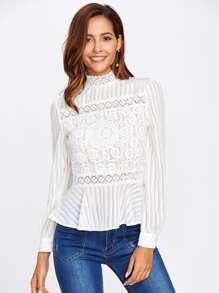 Модная блуза с кружевной вставкой