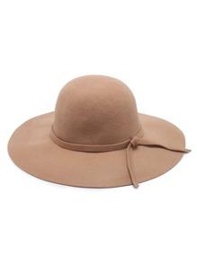 Sombrero fedora con ala ancha y detalle de cinta para atar