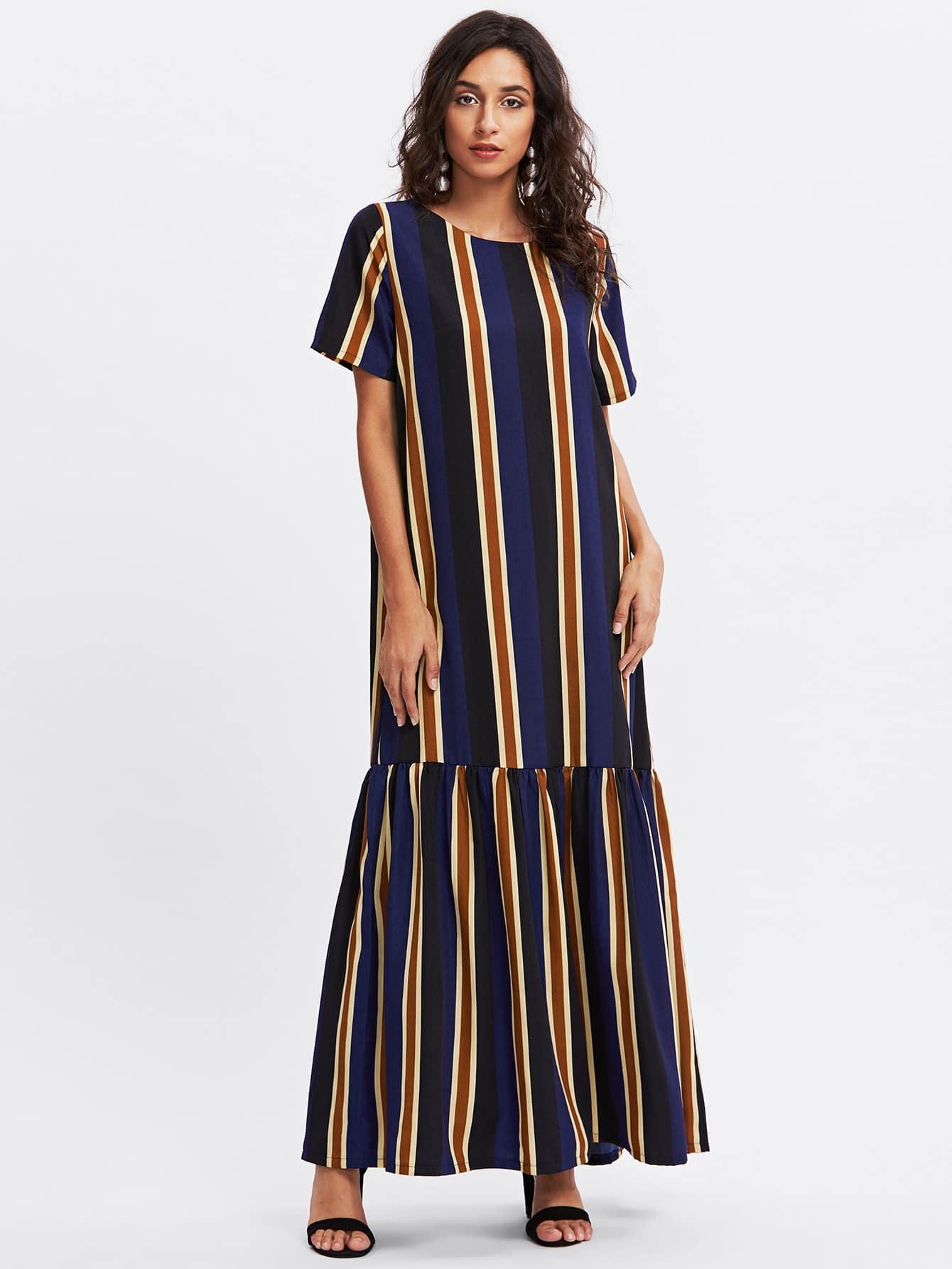 Kleid in voller Länger mit Streifen und sehr tief angesetzter Taillepartie