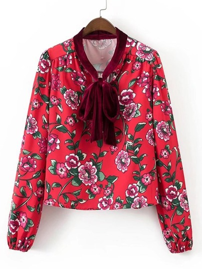 Модная блуза с принтом и бантом