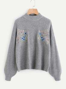 Pull tricoté avec la chute de l\'épaule brodé symétrique avant