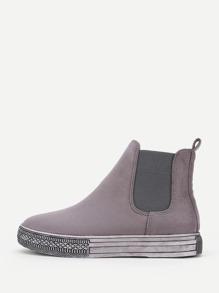 Модные замшевые туфли