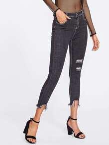 Ungesäumte Jeans mit Rissen