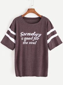 Camiseta con estampado de slogan de raya universitaria